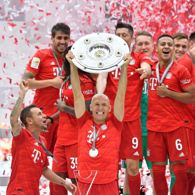 Arjen Robben slavi trofej s Bayernom