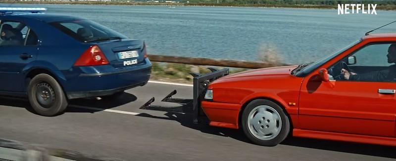 Auto Klub Puno Francuskih Automobila Scena Auto Potjera I Puno Nasilja Je Li Izgubljeni Metak Najnoviji Akcijski Film Na Netflixu Vrijedan Gledanja