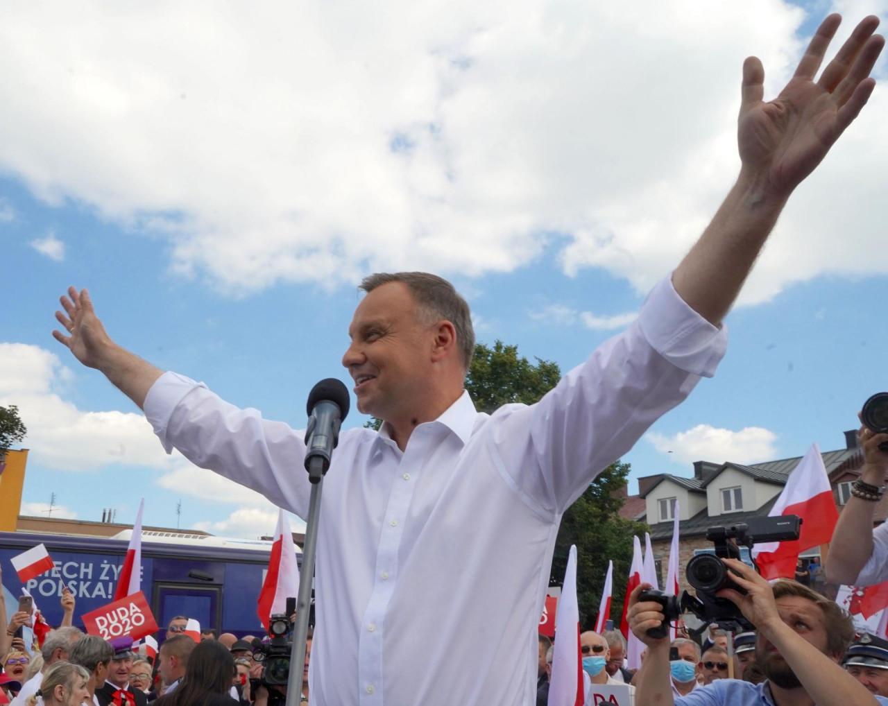 BIRALIŠTA SE ZATVARAJU U 21 SAT: Počeli neizvjesni izbori u Poljskoj koji bi mogli potpuno promijeniti političku scenu u državi