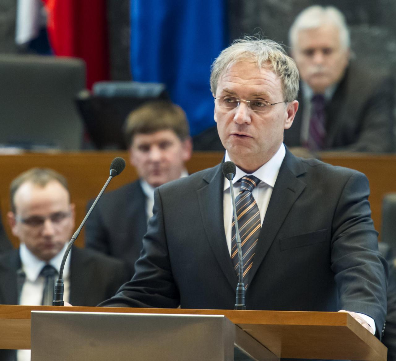 Šok na presici: Slovenski ministar unutarnjih poslova i šef policije podnijeli ostavke