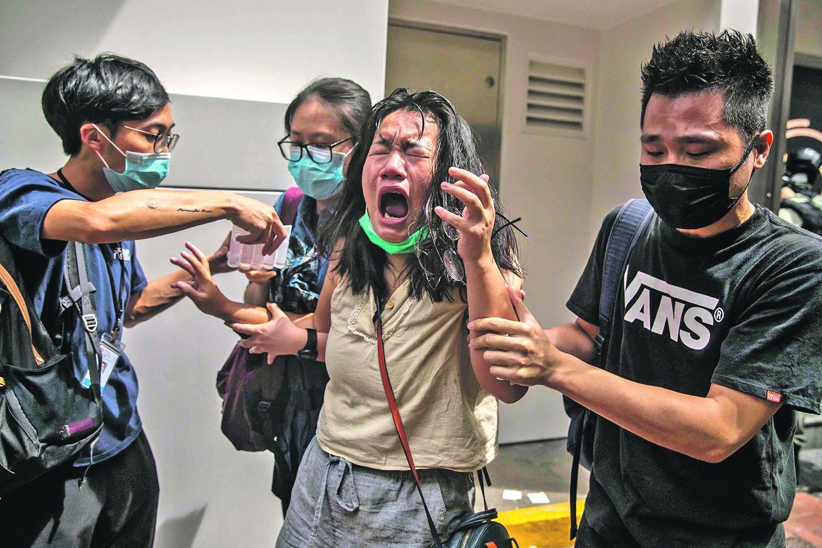POČELI NEREDI U HONG KONGU! Snimci haosa na ulicama obilaze svijet, a tri miliona ljudi moglo bi krenuti za Veliku Britaniju!
