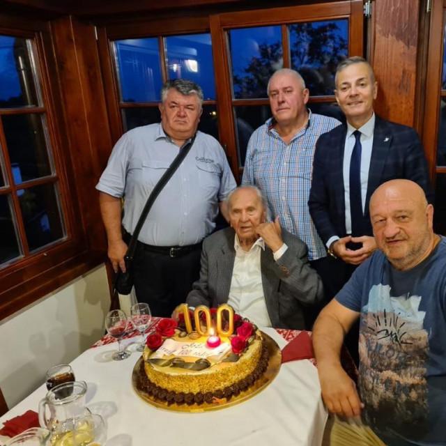 Josip Manolić s prijateljima