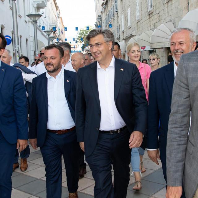 Ante Bačić, Petar Škorić, Andrej Plenković i Ante Sanader u šetnji Splitom