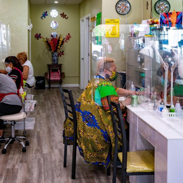 Salon za manikuru i pedikuru Conny Nail u New Yorku