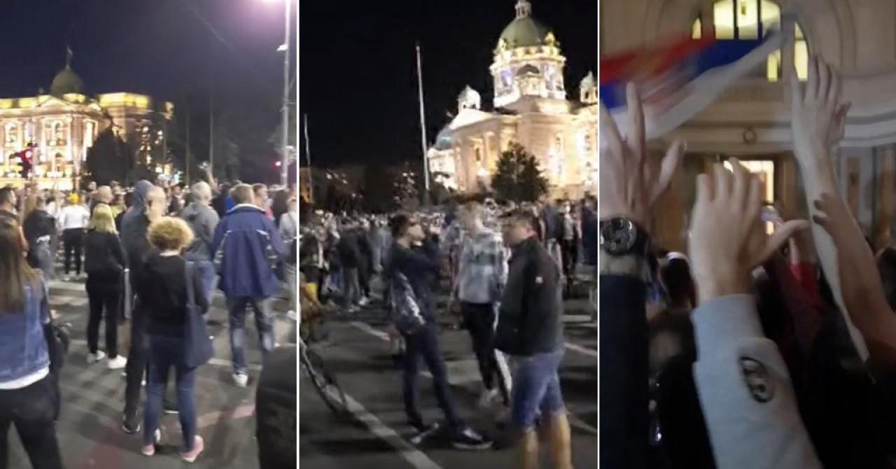 (VIDEO) DRAMATIČNO ISPRED SKUPŠTINE SRBIJE U BEOGRADU: Bačen suzavac, lete baklje i limenke, dio demonstranata provalio u zgradu Skupštine!