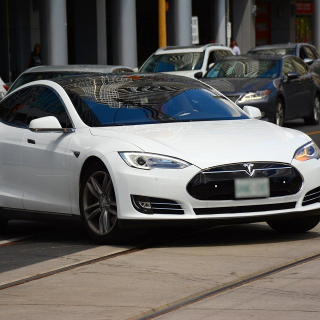 Tesla automobil