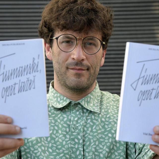 Vid Barić s njegovom knjigom Fiumanski, opet lažeš.
