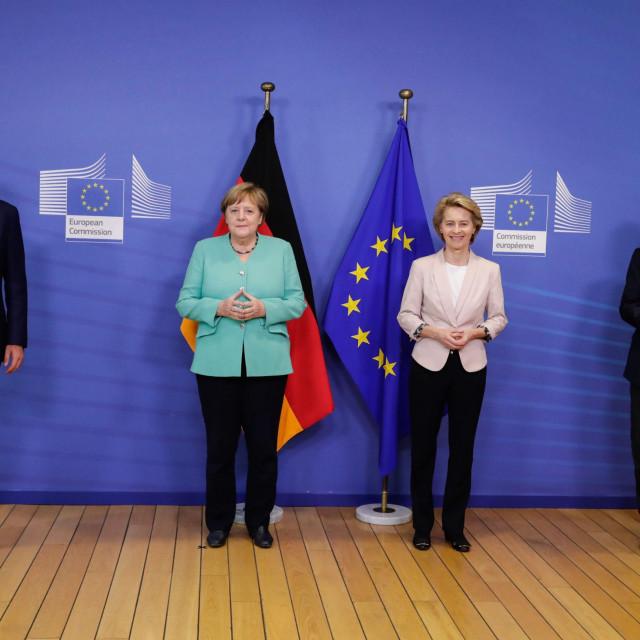 Evropsku uniju bi oklijevanja mogla stajati opstanka, prepustivši članicama da opet budu glineni vrčevi među čeličnim bačvama koje se sudaraju