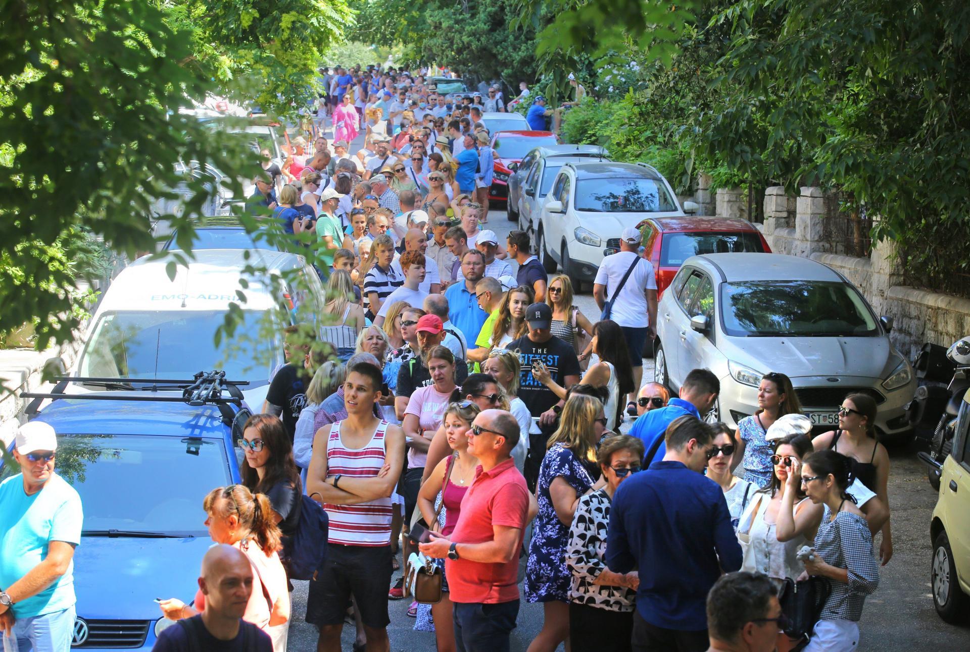 DRUGI KRUG PREDSJEDNIČKIH IZBORA U POLJSKOJ! Ogromni redovi u Splitu: Poljski turisti masovno pohrlili u svoj konzulat!
