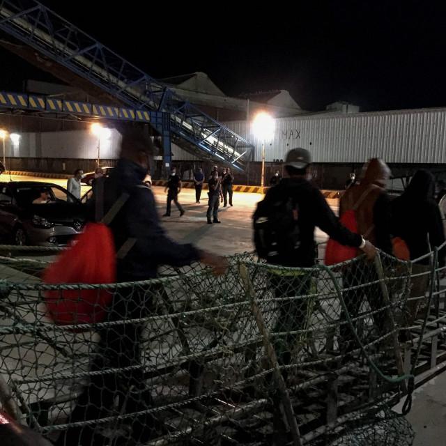 Iskrcavanje migranta na Siciliji