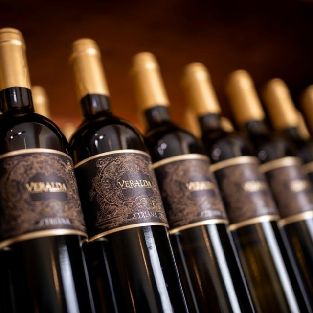Veraldine vinske etikete