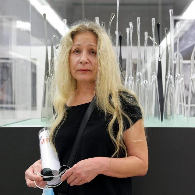 "Gordana Drinković pored ""Suza okrenutih nebu"""