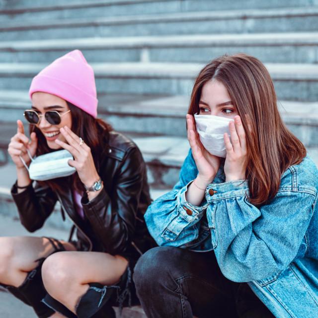 Najčešće se radi o situacijama kod kojih nošenje maske može dovesti do otežanog disanja, opasnosti od gušenja ili do toga da se maska nosi nepravilno, što može povećati izglede za zarazu