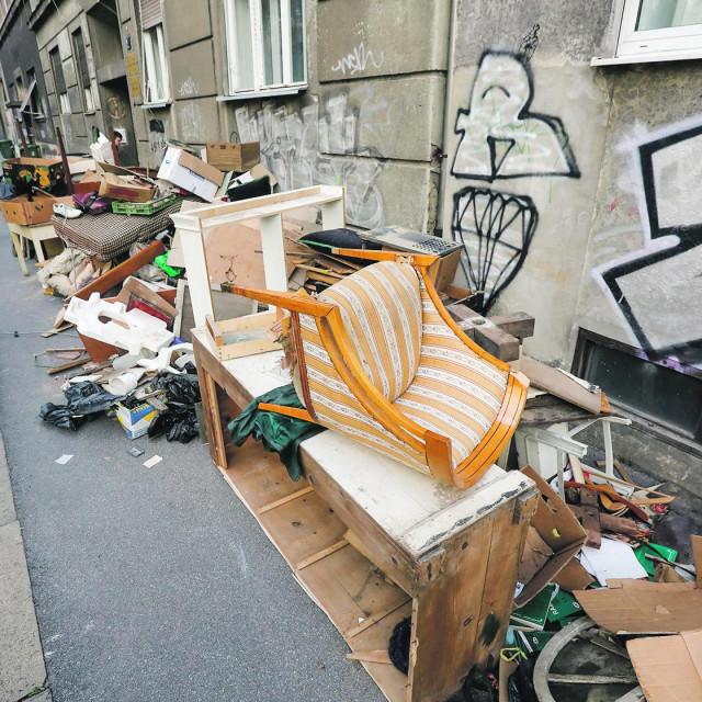 Stvari iz Trokutova stana pripremljene za odvoz krupnog otpada