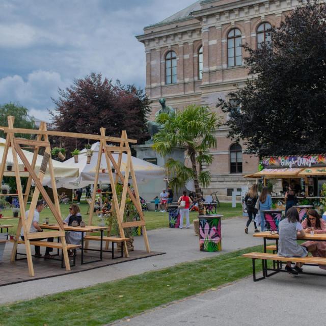 Zagreb, 170720.<br /> Fuliranje na Strossmayerovom trgu.<br />