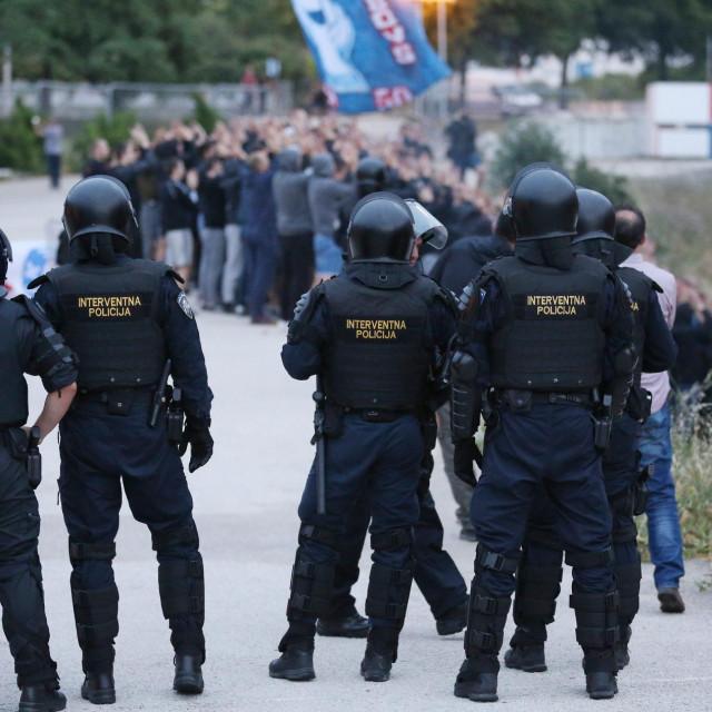 Interventna policija - ilustracija