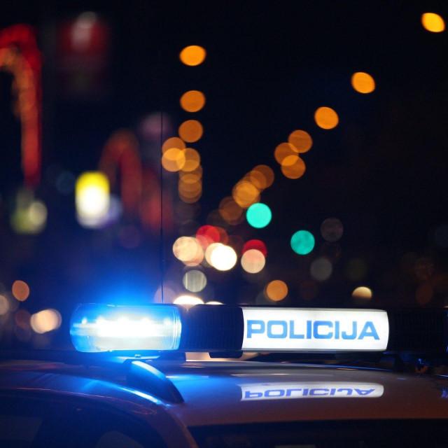 Split, 141216.<br /> Oko 21 h na krizanju Busiceve i Vukovarske ulice dogodila se teska prometna nesreca u kojoj su sudjelovala dva vozila, ima teze ozljedjenih.<br />