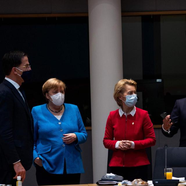 Angela Merkel, Mark Rutte, Ursula von der Leyen, Emmanuel Macron i Charles Michel