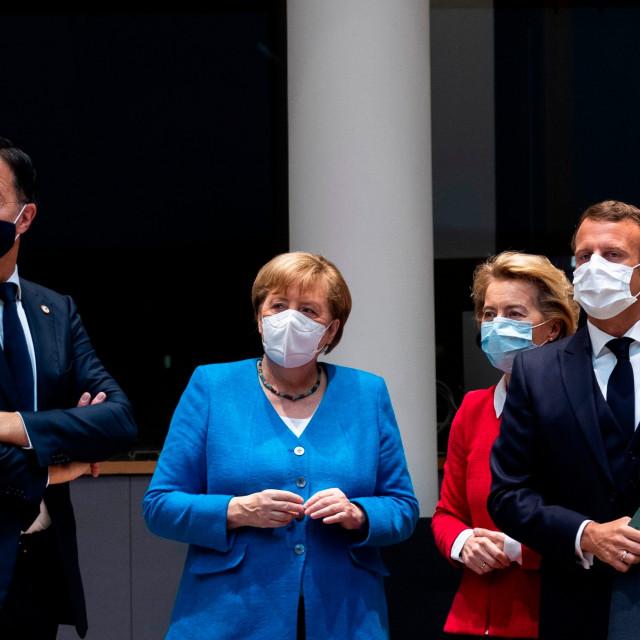 Mark Rutte, Angela Merkel, Ursula von der Leyen i Emmanuel Macron