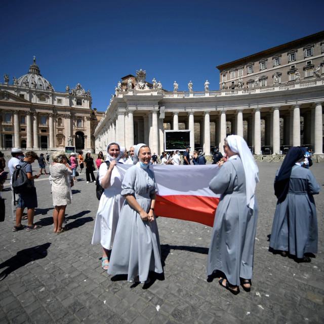Svećenika nema dovoljno, a svećenicama u Crkvi nema mjesta