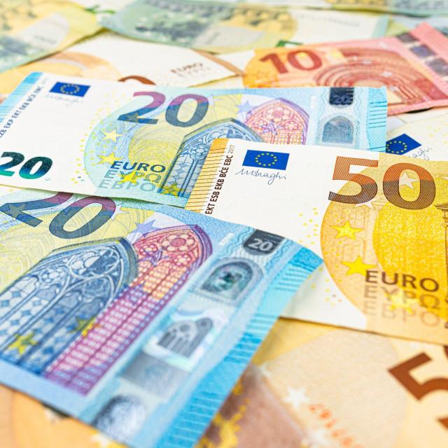 Euro dobiva prostor da postane konkurent dolaru