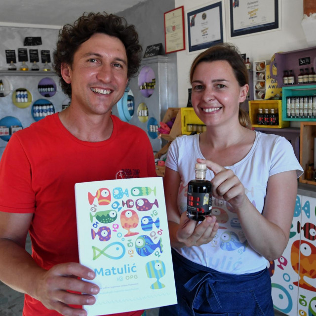 OPG Matulić; na fotografiji Krsto i Ana