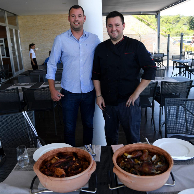Menadžer Olive Islanda Toni Antišin i menadžer restorana i šef kuhinje Ante Lončar