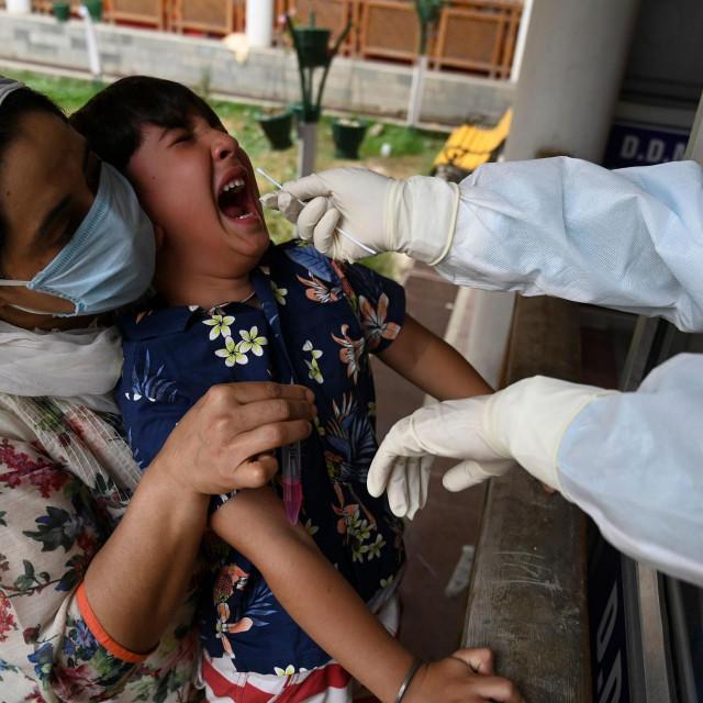 Testiranje na virus u Indiji