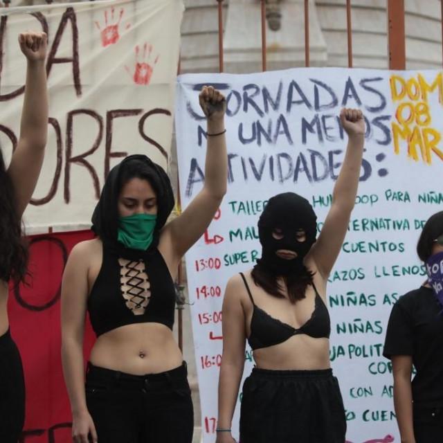 Žene tijekom nacionalnog prosvjeda protiv femicida za 8.mart