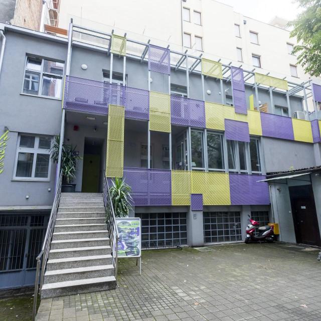 Hostel Chic u Ulici Pavla Hatza u oglasniku se prodaje za 4,466.826 kuna