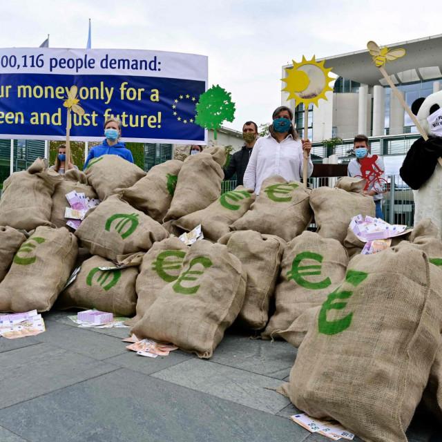 """Euri su bili tema i ovog prosvjeda zaštitnika okoliša koji su u Berlinu, na dan njemačkog preuzimanja vodstva Unijom, tražili da novi europski proračun bile """"zelen"""""""