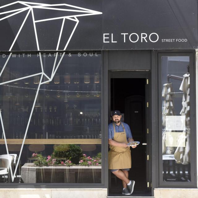 Zagreb, 080720.<br /> Petrinjska 2.<br /> Restoran El Toro promovira nova jela za ljeto 2020.<br /> Na fotografiji: chef Marijo Mihelj.<br />