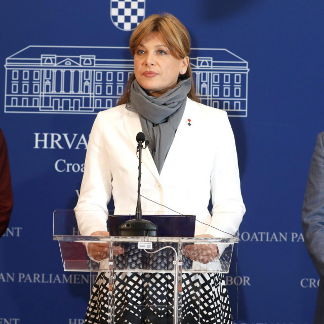 Karolina Vidović Krišto (sredina); Milan Vrkljan (desno)
