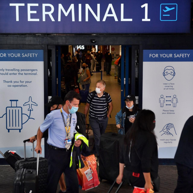 Putnici u zračnoj luci Manchester nakon što je London uveo karantenu za dolaske iz Španolske, 27. srpanj 2020.