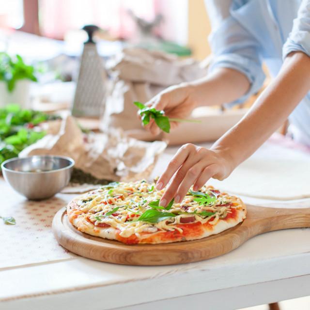 Rukola, kao i bosiljak pizzi će dati poseban okus