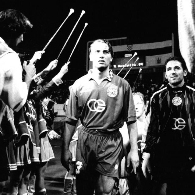 Zagreb, 30.07.1997. stadion u Maksimiru, 1. pretkolo Lige prvaka Dinamo - Partizan 5:0. Dario Šimić i Dražen Ladić. snimio: Robert Valai