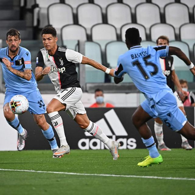 Cristiano Ronaldo protiv Lazijevih Bastosa (broj 15) i Acerbija u dvoboju odigranom prije desetak dana