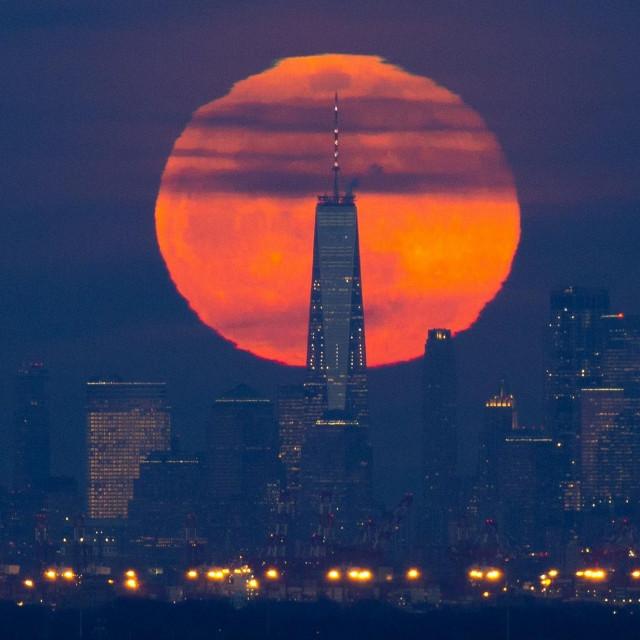 Mjesec iznad New Yorka