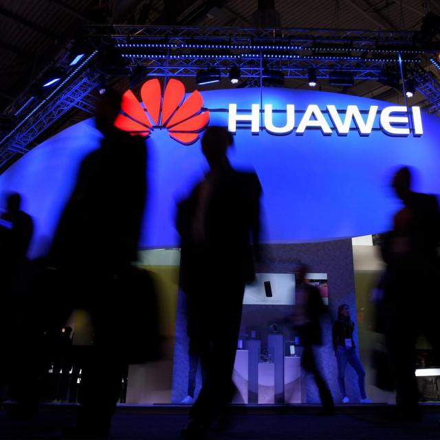 Arhivska fotografija sa Svjetskog mobilnog kongresa u Barceloni iz 2017. godine na kojoj se vidi Huaweijev štand