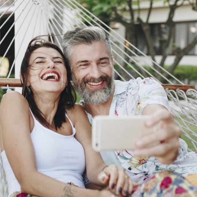 Vi sigurno volite primiti kompliment, a to vrijedi i za vašeg partnera. Samo promatrajte iznenađeno i sretno lice svog partnera kad mu nakon dugo vremena kažete neki kompliment