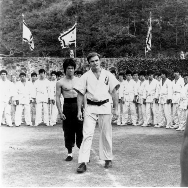 Bruce Lee i John Saxon