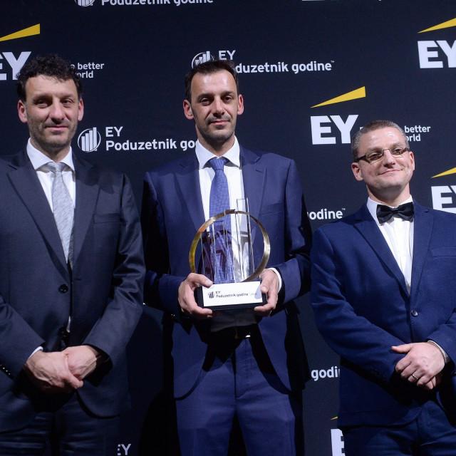 Silvio Kutić, osnivač Infobipa prima nagradu za EY Poduzetnika godine