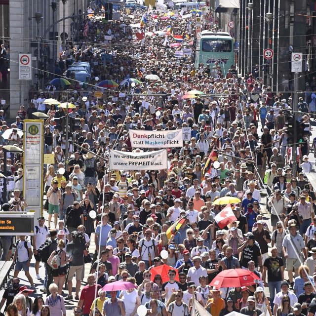 Prosvjed protiv korona-mjera u Berlinu
