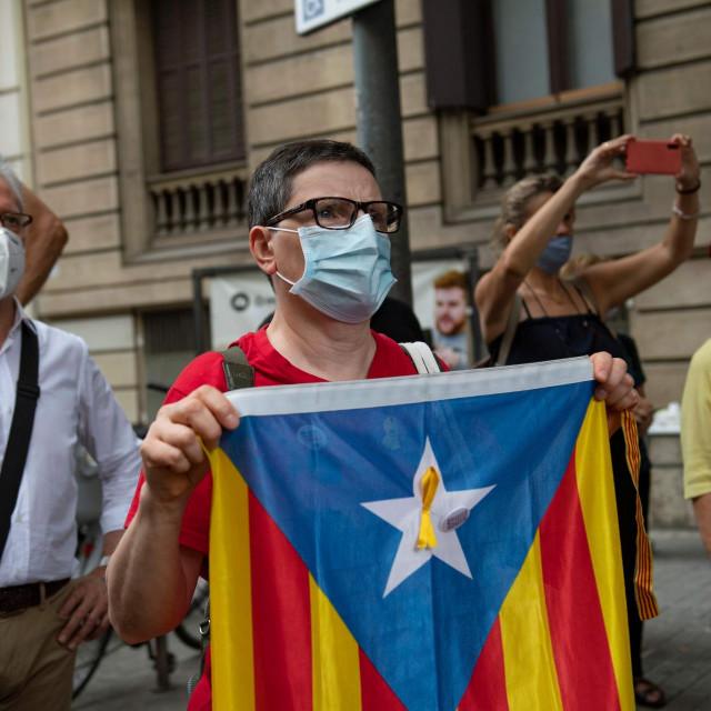 Prosvjednik s katalonskom zastavom u Barceloni