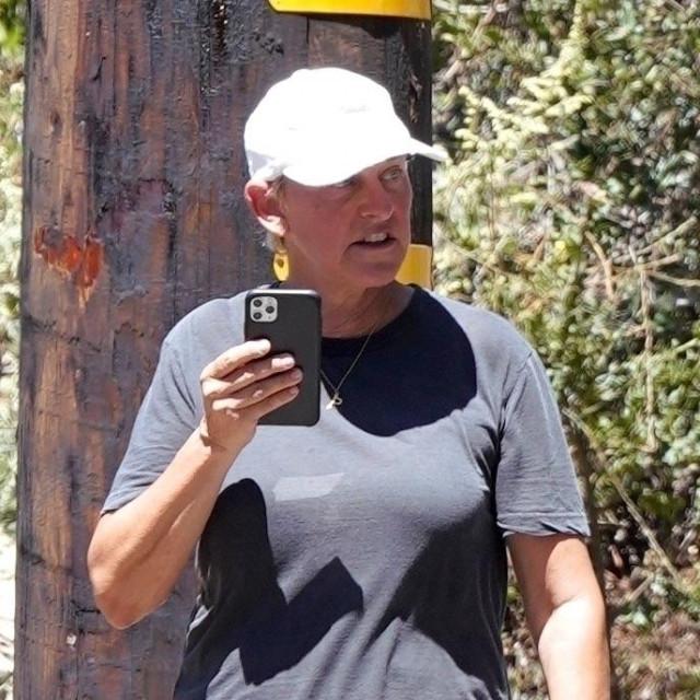 Ellen DeGeneres snimljena u blizini svoje kuće po prvi puta nakon izbijanja skandala
