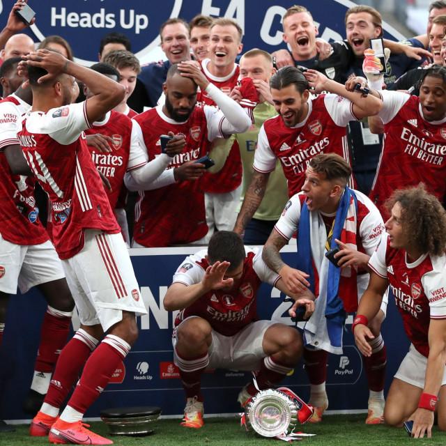 Slavlje igrača Arsenala nakon osvajanja FA Kupa