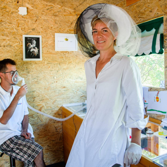 Doris Banić, vlasnica OPG-a Banić, nudi ljekovitu api inhalaciju zrakom iz pčelinjih košnica
