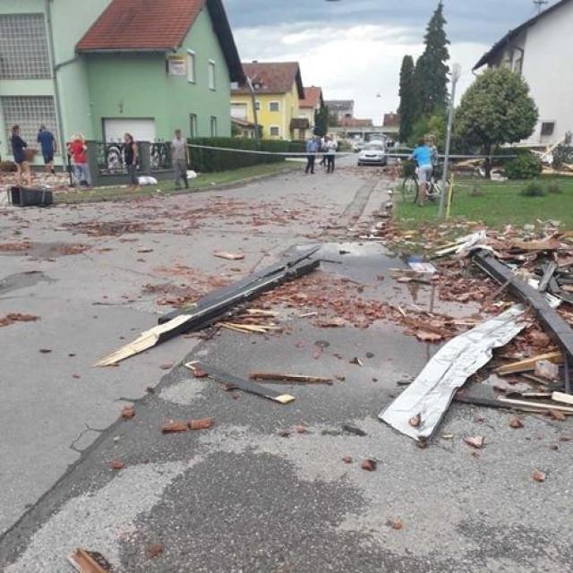 Jutarnji List Orkansko Nevrijeme Poharalo Slavoniju I Izazvalo Kaos Stradali Krovovi Kuca Stabla Auti