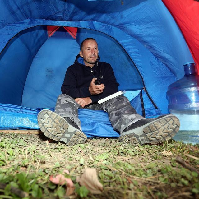 Roberto Mateš u šatoru
