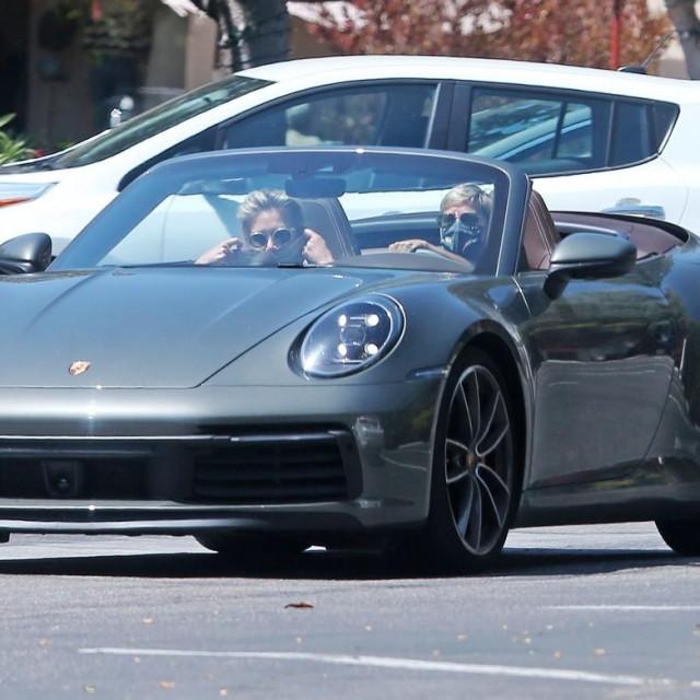 Ellen DeGeneres i Portia DeRossi snimljene prošlog mjeseca u blizini njihova doma u Santa Barbari